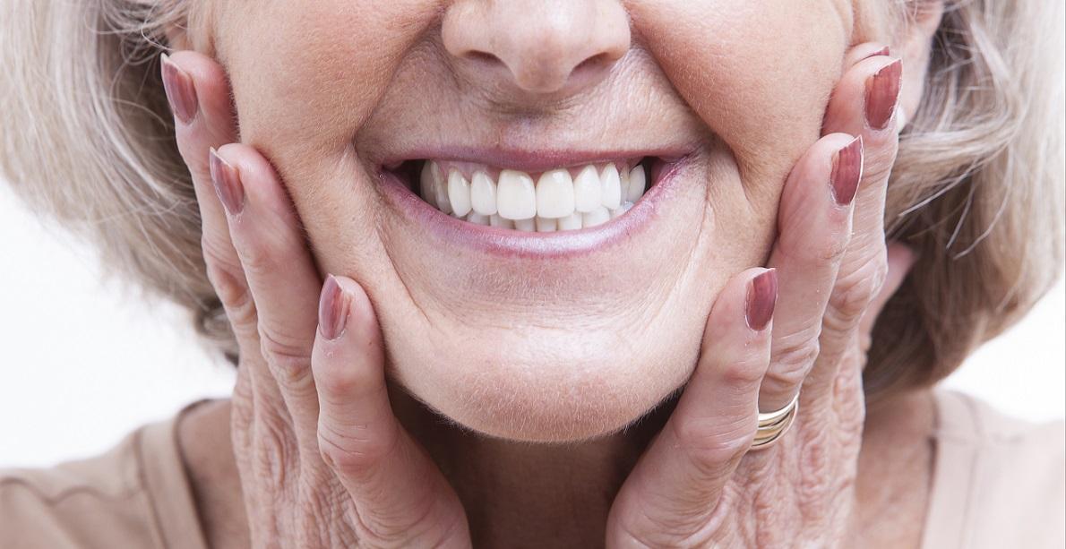 Dentiera-si-muove-cosa-fare-dentista-Thiene