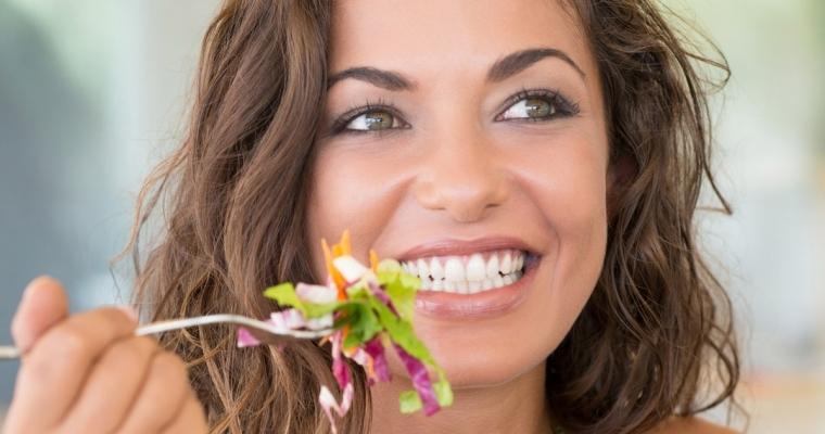 Denti bianchi e sani con una alimentazione corretta